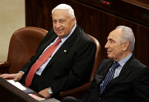 Prime minister Sharon with Shimon Peres during a vote on the  Disengagement Plan Implementation Law (Photo: AP)