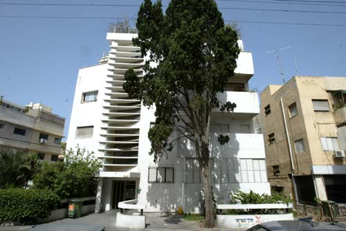 Restored Bauhaus-style building in Tel Aviv (Photo: Zvika Tishler)