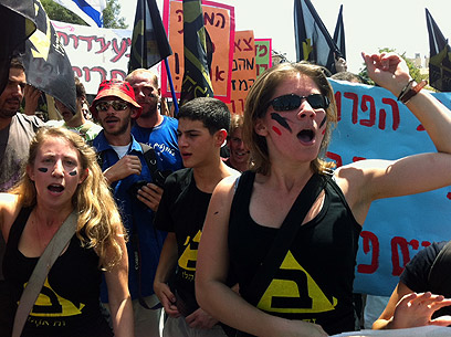 Protesters gather outside Knesset (Photo: Noam Moscowitz)
