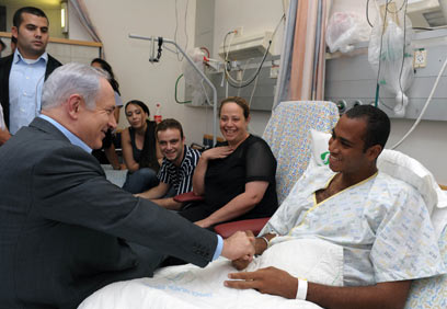 Netanyahu commends troops for quick response (Photo: Moshe Milner)