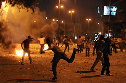More than 4,000 riot in Cairo (Photo: AP)