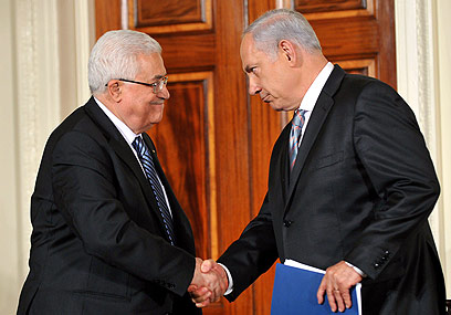 Abbas (L) and Netanyahu (Archive photo: AFP)