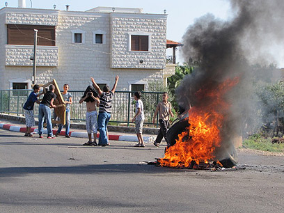 Locals torch tires in protest (Photo: Panet website)