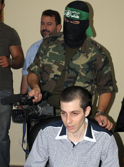 Shalit still in the hands of Hamas (Photo: AP)