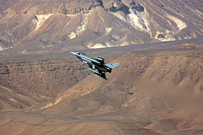 Flying in southern Israel (Photo: IDF Spokesman's Office)