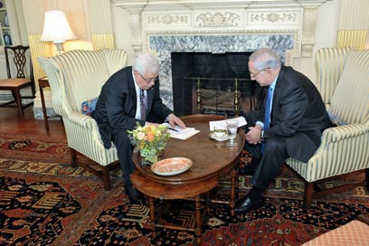 Netanyahu and Abbas in 2010. This is not the way to deal with a key problem in a state's life (Photo: AP)