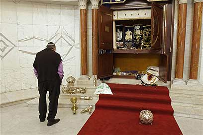 An attack on a synagogue in Caracas, 2009 (Photo: AP)