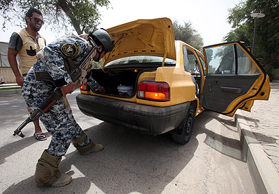 Security check in Baghdad during talks between Iran, world powers (Photo: EPA)