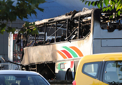 Bus in Burgas after blast (Archive photo: Reuters)