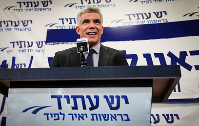 Lapid addresses supporters after 2013 elections (Photo: Avishag Shaar-Yashuv)