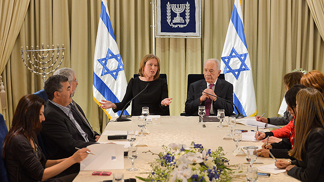 Livni with then-president Peres after the 2013 elections (Photo: AFP)