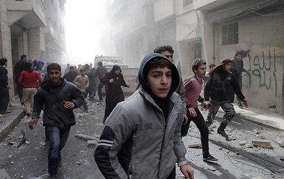 Syrians flee army shelling in Aleppo (Photo: Reuters)