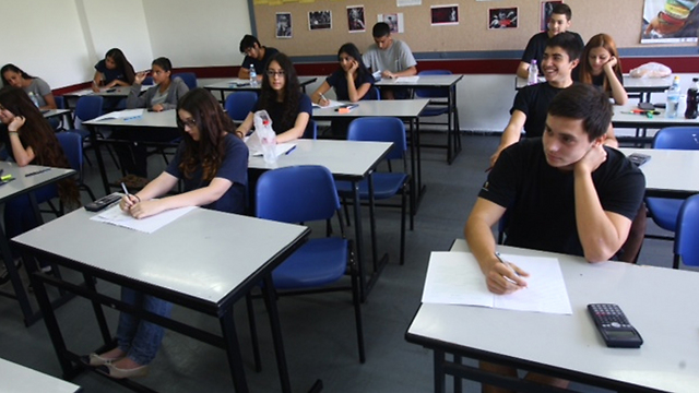 Students taking the math matriculation exam (Photo: Motti Kimchi)