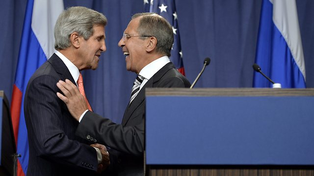 Kerry, Lavrov at press conference (Photo: AP)