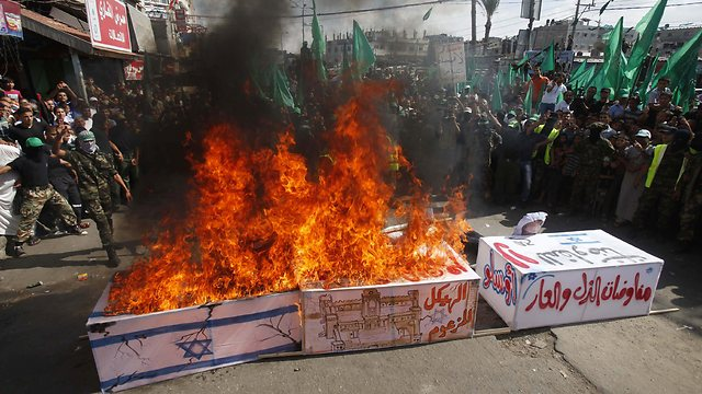 Palestinian protest on anniversary of Second Intifada (Photo: Reuters)