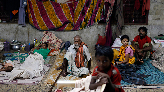 People taking shelter in India (Photo: Reuters)