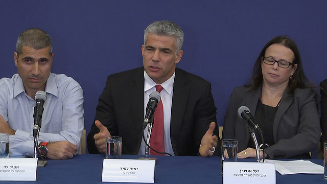 Yair Lapid at an income tax conference (Photo: Eli Mendlebaum)