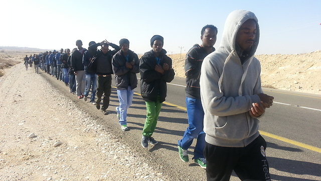 Asylum seekers' protest march from Saharonim facility (Photo: Roee Idan) (Photo: Roee Idan)