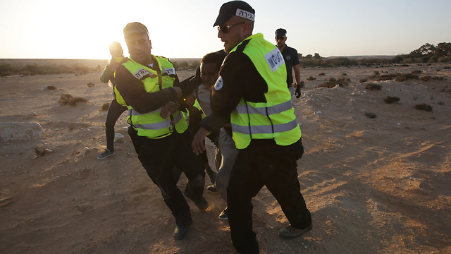 Dozen arrested as march turns to clashes (Photo: Roee Idan)