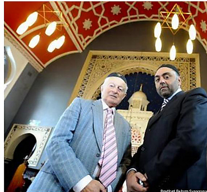 Leavor (L) and Karim in the synagogue (Photo: Huffingtonpost.co.uk)