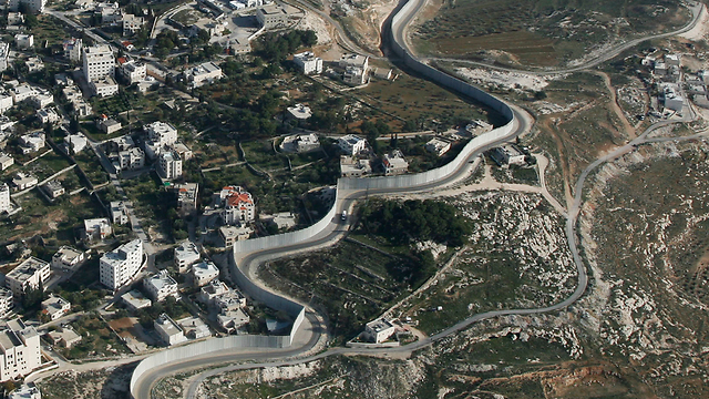 West Bank separation wall (Photo: Lowshot)