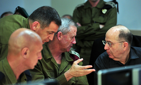 IDF Chief of Staff Benny Gantz and Defense Minister Moshe Ya'alon (Photo: Ariel Hermoni, Defense Ministry)