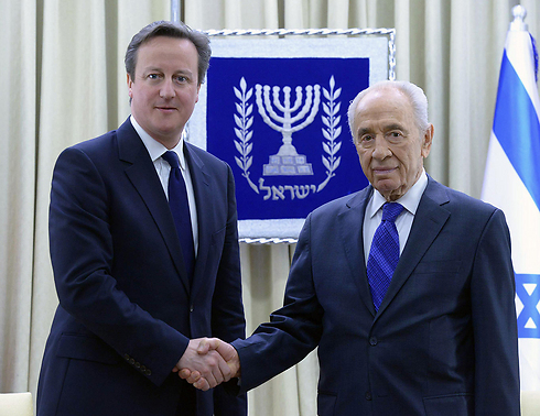 Peres meets former British PM Cameron (Photo: Mark Neiman, GPO)