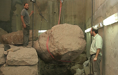 Two-three meter-big stones (Photo: Eli Mendelbaum)