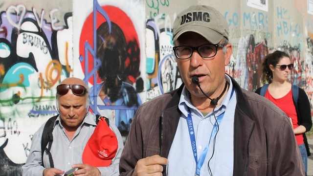 Hisham describes situation of the people (Photo: Margarita Erbach) (Photo: Margarita Erbach)
