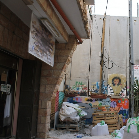 The wall in front of Arlette's house ruined her business (Photo: Margarita Erbach) (Photo: Margarita Erbach)