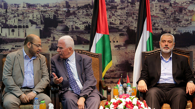 Fatah-Hamas reconciliation talks (Photo: EPA)