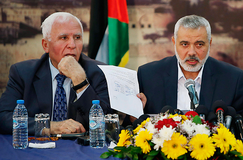 Al-Ahmad and Haniyeh speaking about reconciliation (Photo: Reuters)