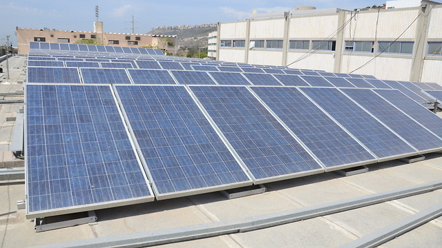Solar thermal collectors in Tirat Carmel (Photo: Mohammad Shinawi)