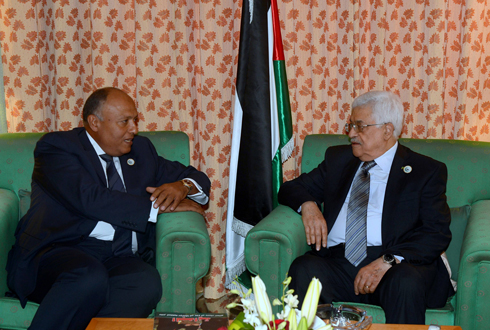 Abbas (R) in Jeddah, Wednesday (AFP photo/ PPO/ Thaer Ghanaim)