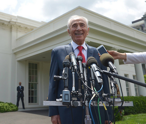 Former president Peres at White House (Photo: AFP)