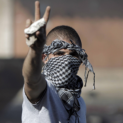 Masked Arab youth during clashes with Israel Police in East Jerusalem neighborhood of Shuafat (Photo: AFP)