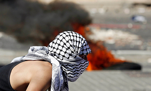 Masked Arab youth during clashes with Israel Police in East Jerusalem neighborhood of Shuafat (Photo: Reuters)
