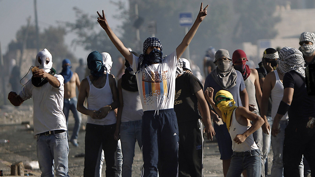 Palestinian youth rioting in East Jerusalem (Photo: AFP)