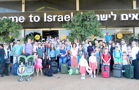 New olim arrive in Israel (Photo: Sason Tiram)