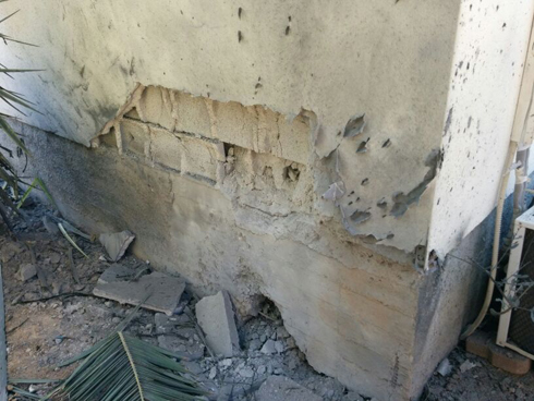 Damage caused by rocket hitting a house in Sdot Negev (Photo courtesy of Sdot Negev security)