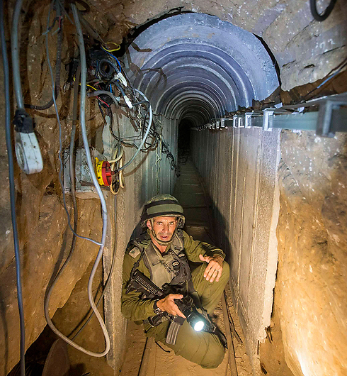 IDF soldier in a Gaza tunnel (Photo: Reuters) (Photo: Reuters)
