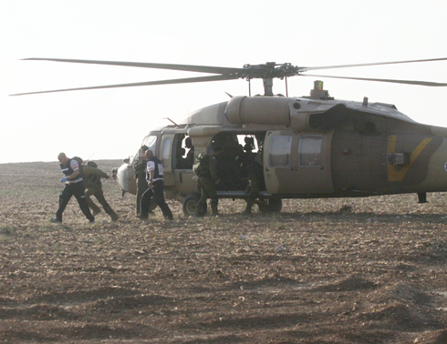 IDF helicopter evacuating injured soldiers (Photo: Ido Erez)