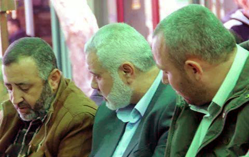 Abu Shmallah (left) with al-Attar (right) and Ismail Haniyeh.