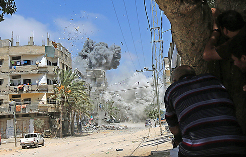 IDF shelling in Gaza (Photo: EPA) (Photo: EPA)
