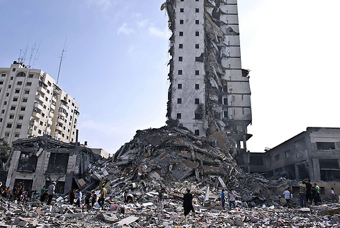 Gaza high-rise destroyed in IDF shelling (Photo: AFP)