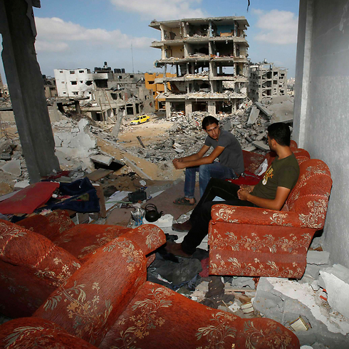 Over 100,000 homeless in Gaza (Photo: Reuters) (Photo: Reuters)