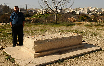 Benzi Gopstein at Baruch Goldstein's grave. 'I am not against what he did' (Photo: Gur Dotan)