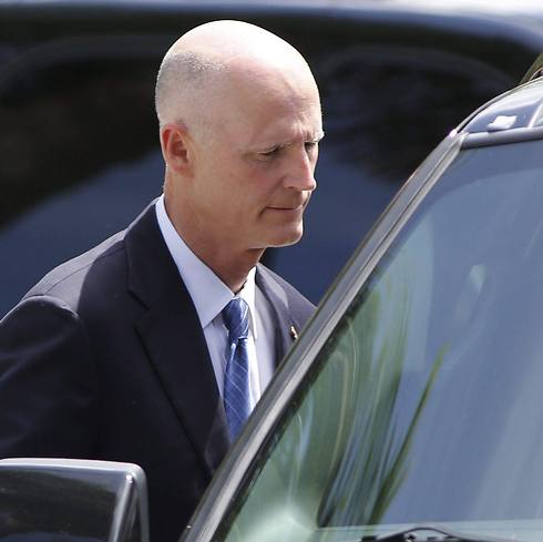 Florida Governor Rick Scott at service (Photo: EPA) (Photo: Reuters)