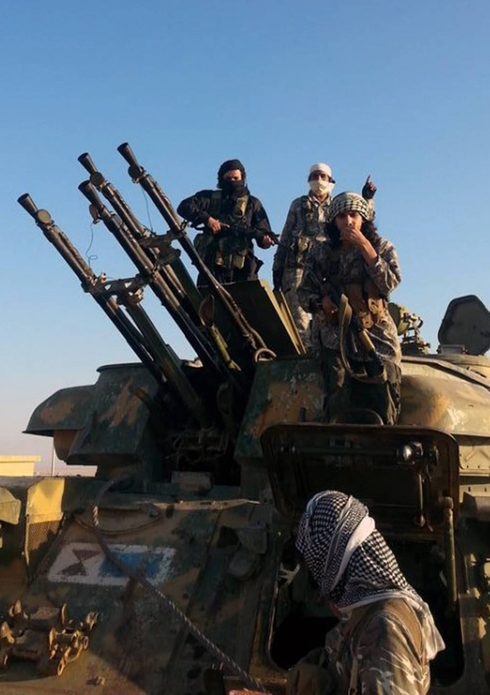 ISIS fighters in Raqaa, Syria (Photo: AP) (Photo: AP)