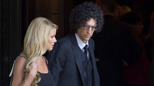 Howard Stern at the funeral (Photo: EPA)